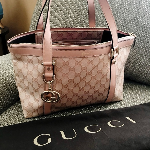 c3496fa48e5 Gucci Handbags - Authentic Gucci Interlocking GG Abbey Tote in Pink
